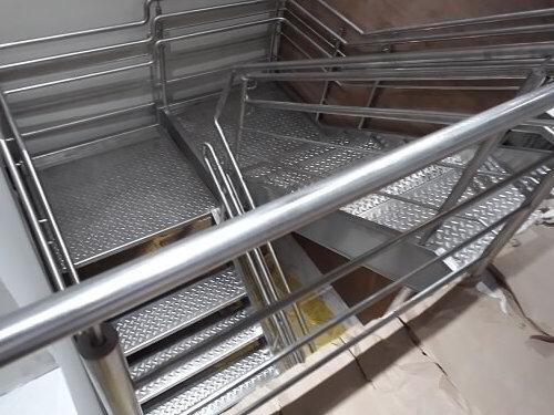 Escada em U aço inox escovado
