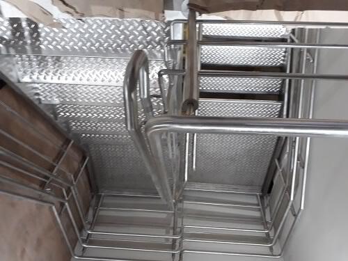 Escada em U em aço inox escovado