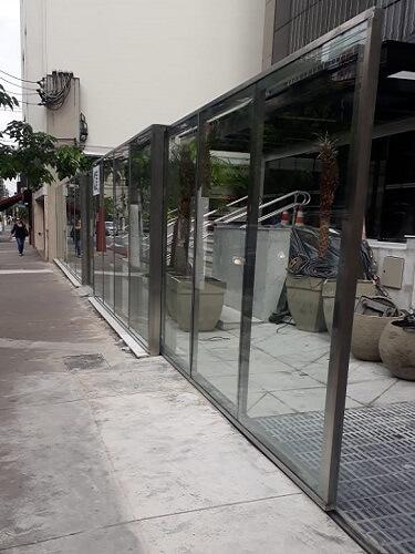 Portão em Aço Inox com Vidro